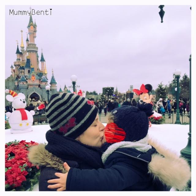 Une bonne journée glacée mais enjouée à EuroDisney Blog MummyBenti Mickey Noël 1